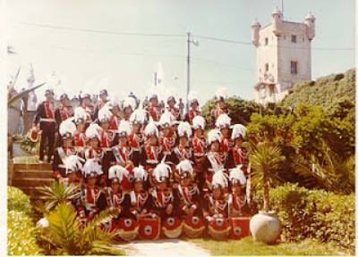 La-banda-de-música-de-los-Bomberos-posando-en-los-jardines-del-foso-oriental-de-Puerta-Tierra.-FOTOS-ANTIGUAS-DE-CADIZ